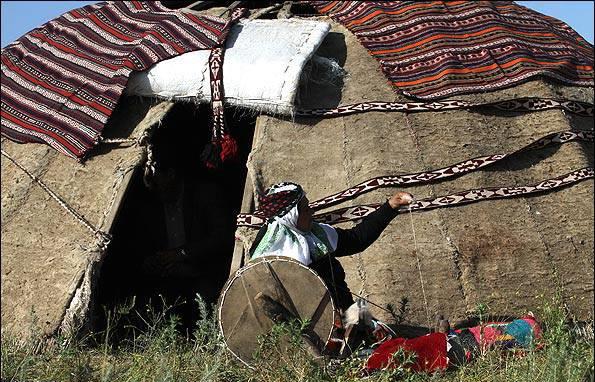 Традиционные ковровые ленты для крепления войлочной юрты