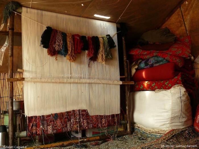 Традиционный вертикальный ковровый станок. Иран. Фото: Solmaz Daryani
