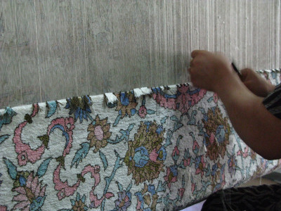 В процессе ковровой работы