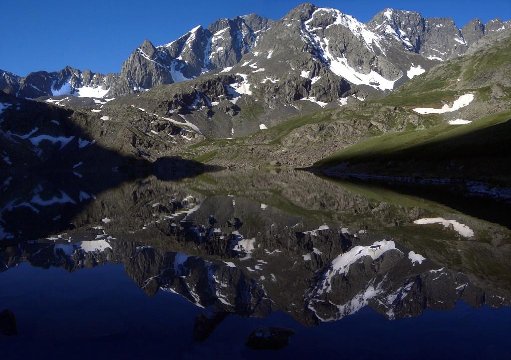 Озеро Акчан ранним утром