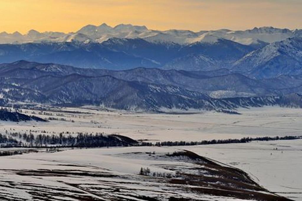 Вид на Уймонскую долину и Белуху со стороны Теректинского хребта Фото: Вячеслав Левицкий