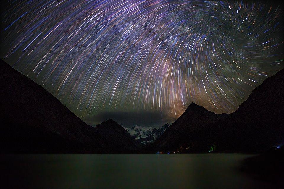Ночь на Ак-Кемском озере. Фото: Андрей Полукаров