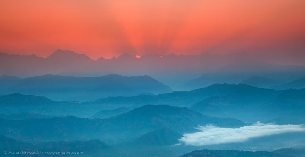 Восход над Гималаями Фото: Антон Янковой