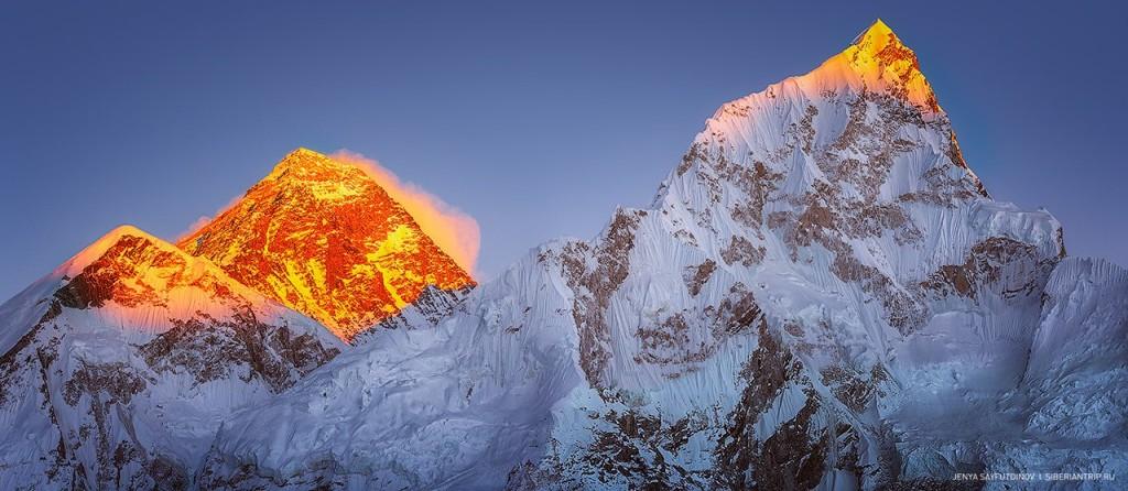 Слева на право Эверест (8.848м), Лхоцзе (8.545м) Фото: Евгений Сайфутдинов