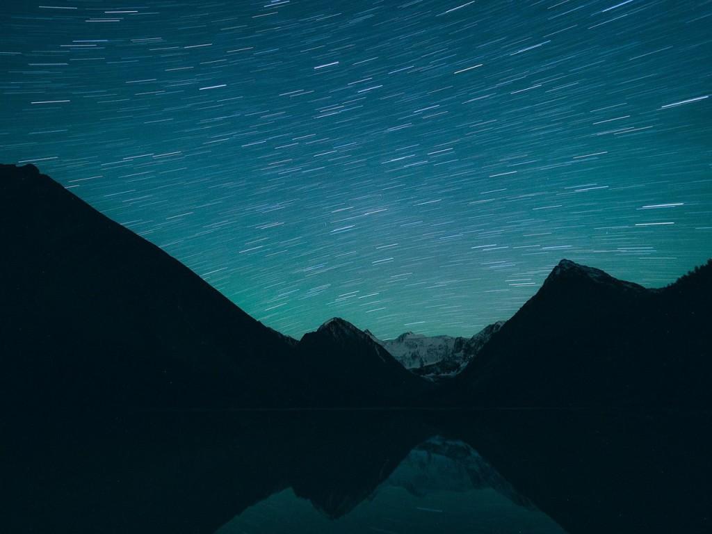 Звезды над Ак-Кемским озером Фото: Саша Левин