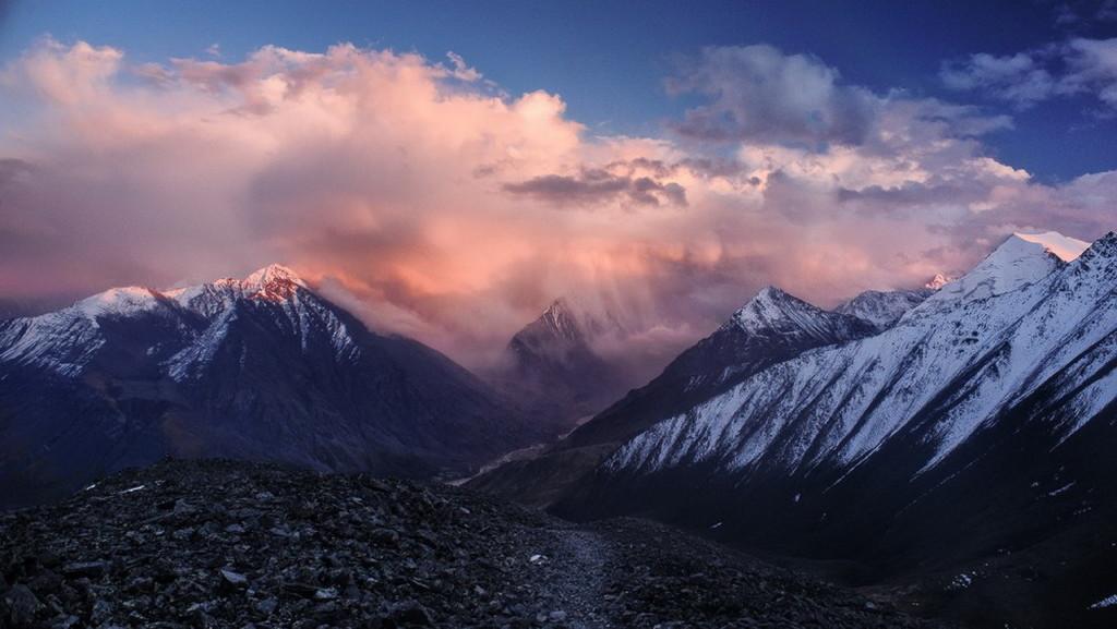 Закатные облака над Белухой с перевала Кара-Тюрек.