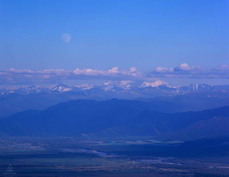 Уймонская долина с вершины Теректинского хребта. Фото: Дмитрий Гнатко