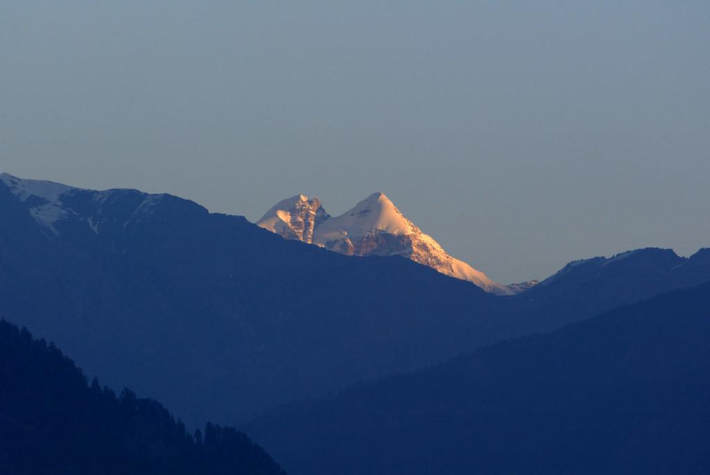 Гималайская вершина Гепанг хорошо видная из дома Рерихов в долине Кулу