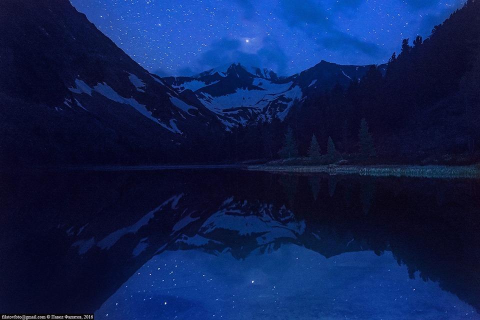 Звезды над озером Крепкое. Катунский хребет. Фото: Павел Филатов