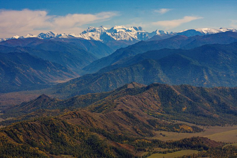 Вид на Белуху с горы Саптан. Фото: Антон Раскольников