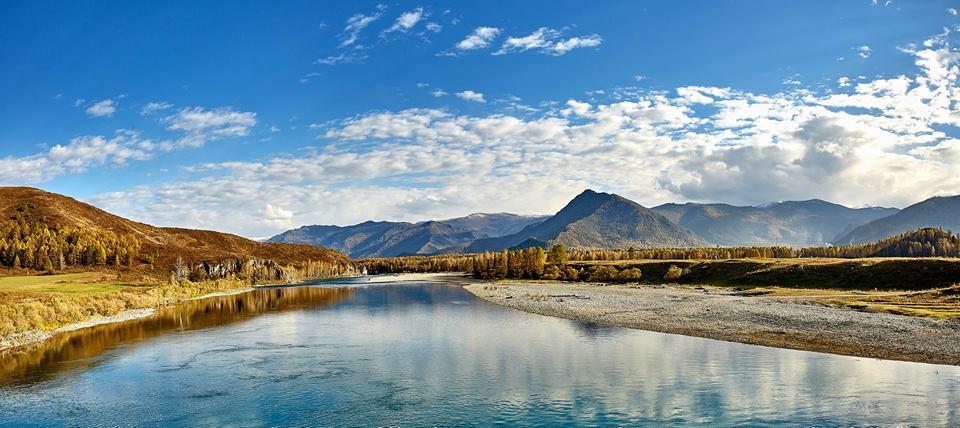 Уймонская долина. Катунь и гора Филаретка Фото: Андрей Кузнецов