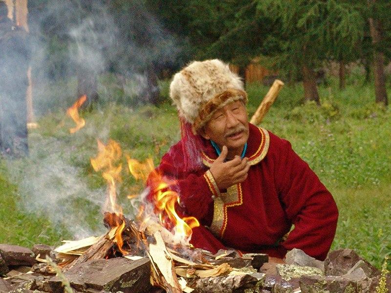 Эльбек Калкин на Первом куралтае кайчи. Фото: Андрей Клюев