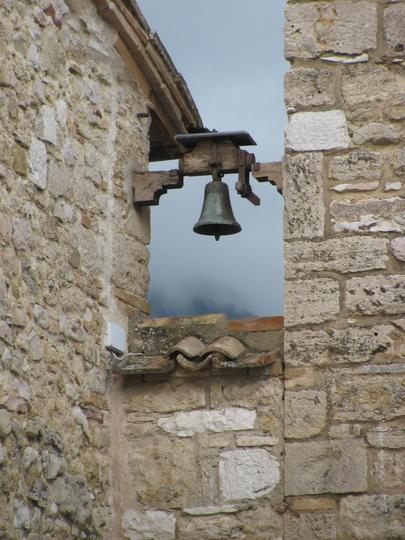 Колокол в монастыре Сан Дамиано. Окрестности Ассизи.