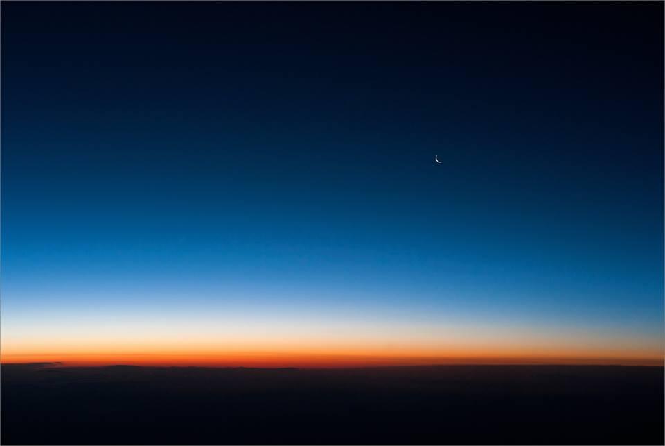Когда я уйду, пусть возвращаются песни мои к тебе, как отсвет от заката, рдеющий на окраинах звёздного молчания...