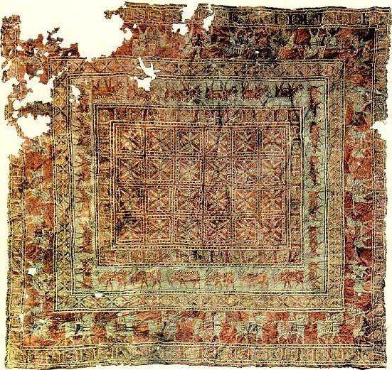 Древнейший из известных ворсовых ковров. Найден в урочище Пазырык на востоке Горного Алтая в кургане скифского времени