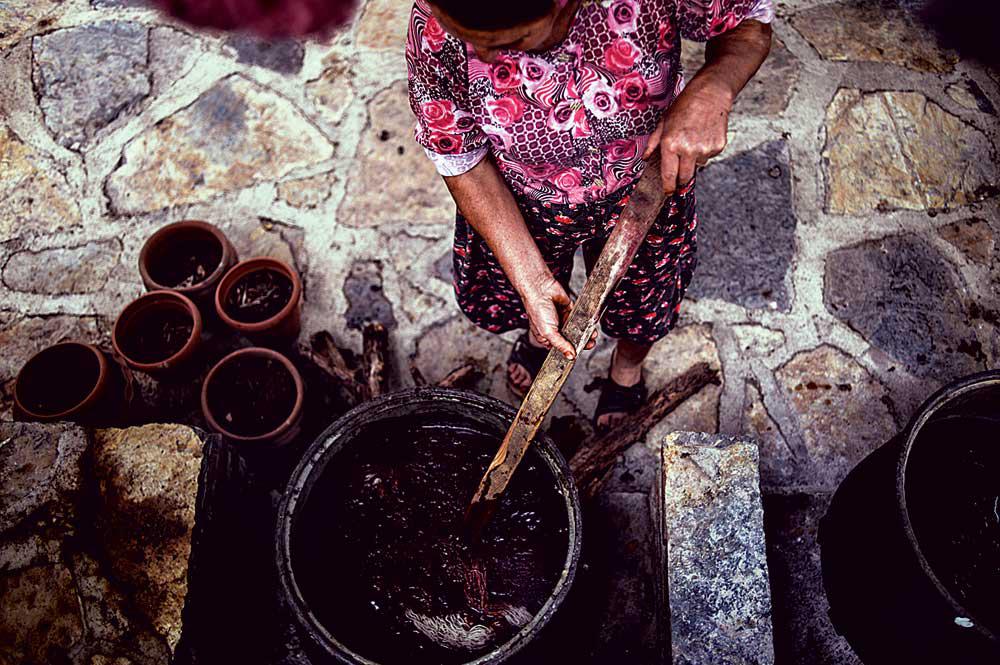 Окрашивание ковровой пряжи. Фото: Герман Морозов