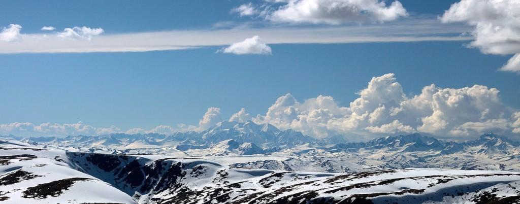 Панорама с Белухой вдали Фото: Артем Головин