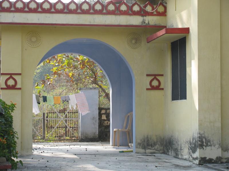 Здание общежития в индийском дхамма центре в Дехрадуне