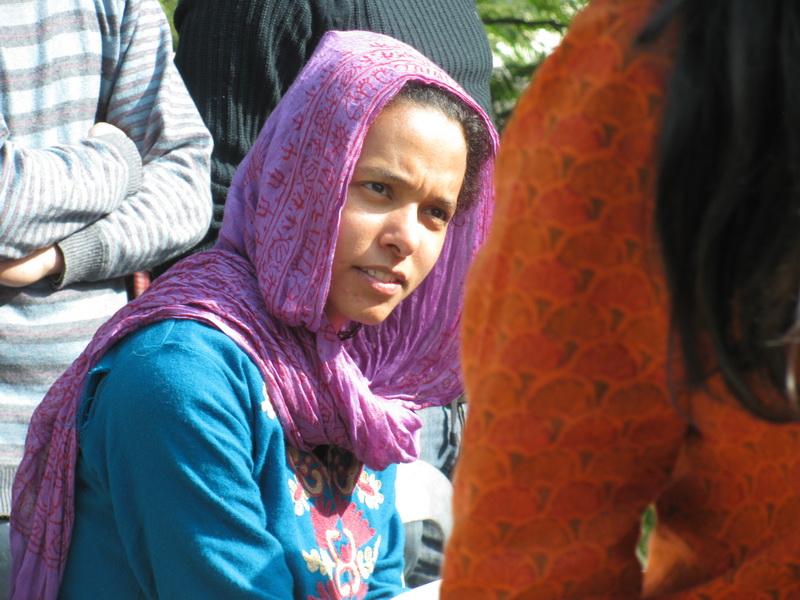 Студентка-волонтер десятидневного випассана курса в дхамма-центре в Дехрадуне